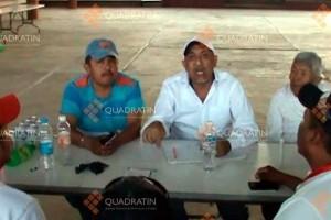 "Aquila Mayor Juan Hernández Ramírez (left) seen with KTO leader Servando Gómez, ""La Tuta."" Photo: Quadratín."