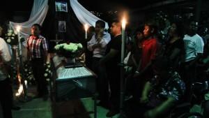 Friends and family attend services for Professor Claudio Castillo Peña in Acapulco, Guerrero. Photo: Cuartoscuro.