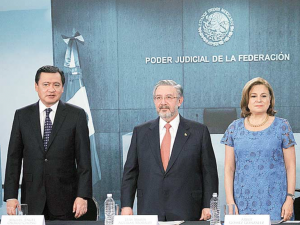 (From L to R) Secretary of the interior Miguel Ángel Osorio Chong, Supreme Court President Luis María Aguilar, and Head of the Attorney General's Office Arely Gómez González. Source: Excélsior.