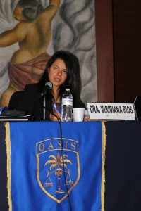 Dr. Viridiana Rios moderates symposium panel.