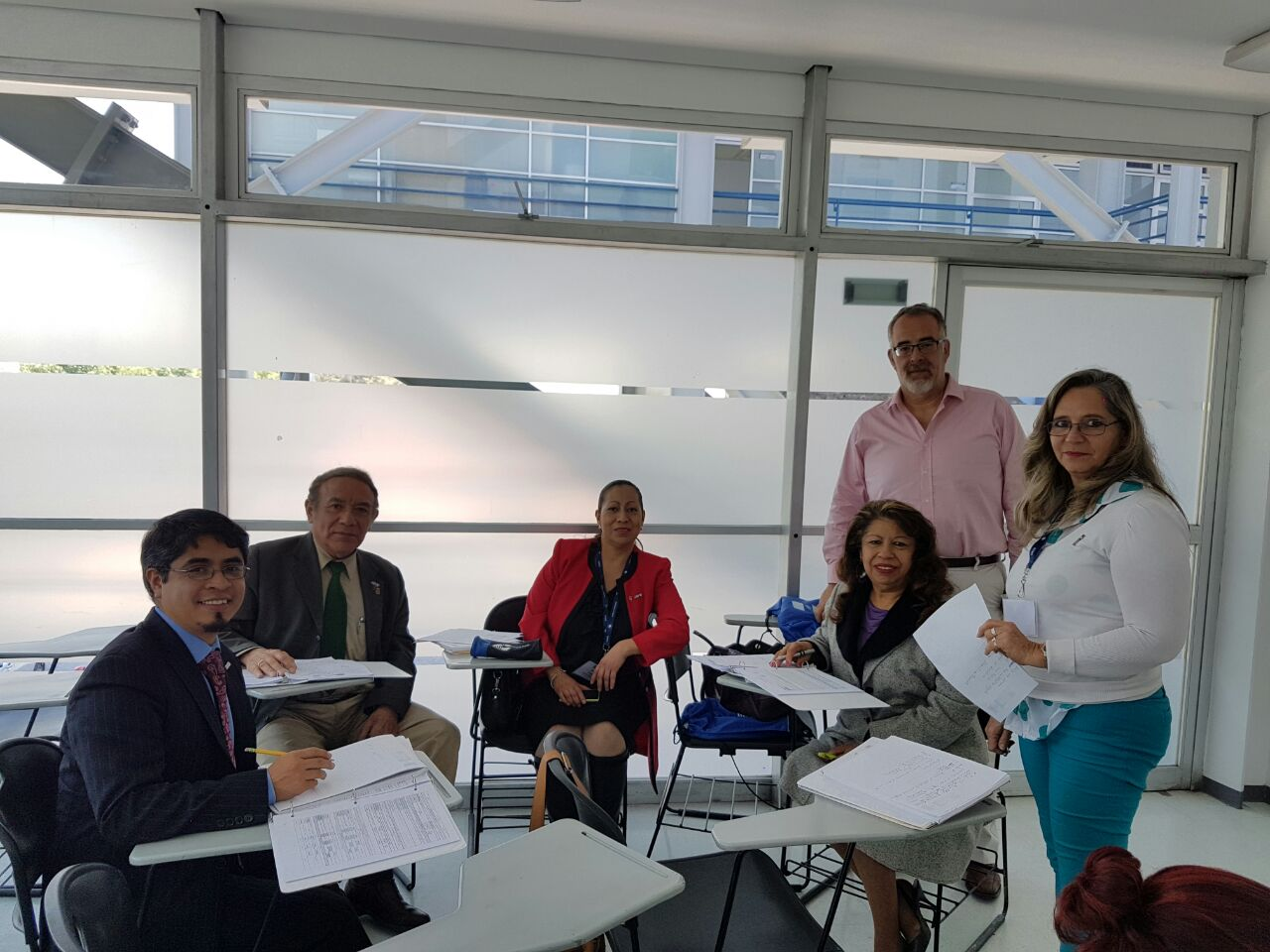Chilean attorney Leonardo Moreno leads a small group of UNAM law professors through an oral adversarial skills practice session.