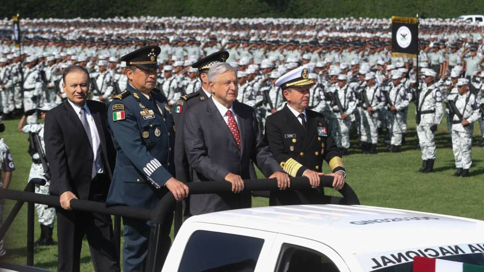 AMLO rides in ceremony for National Guard inauguration