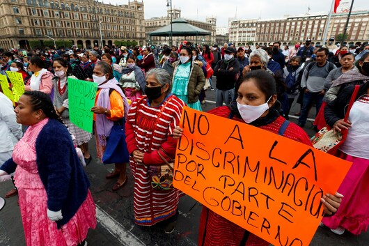 Indigenous artisan women protesting outside of the National Palace in Mexico City on May 11, 2020 to demand financial support during the COVID-19 pandemic. Photo: The Washington Post.